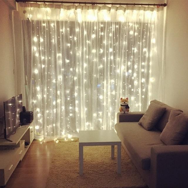 Vánoční světélka na záclony