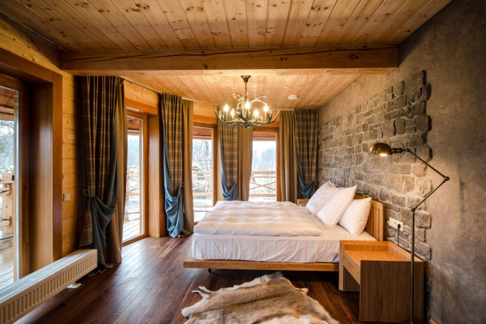 Dřevěné obklady ložnice
