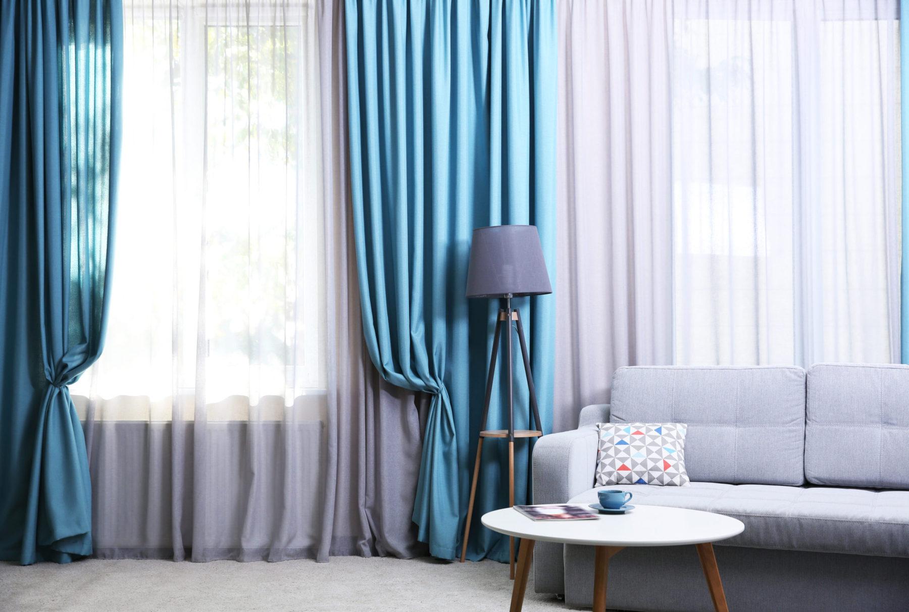 Barevné závěsy jako doplněk interiéru
