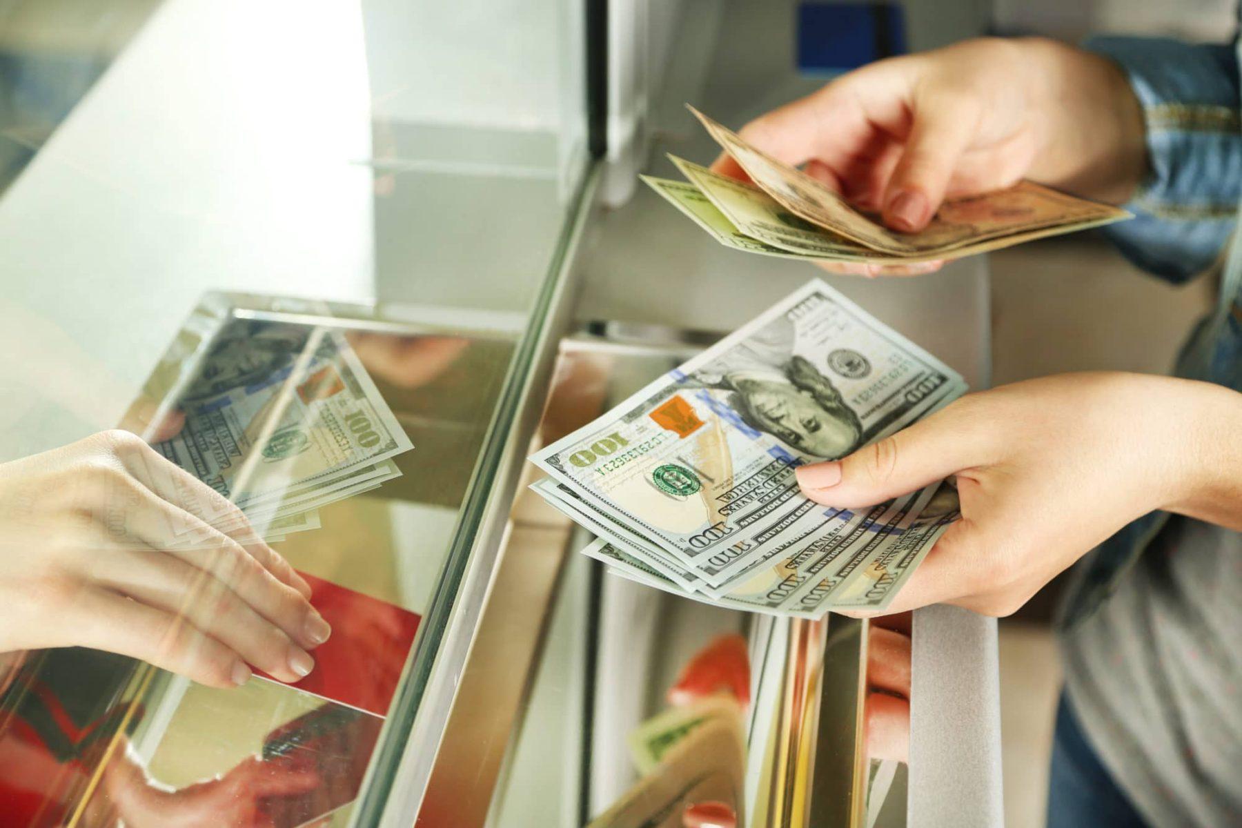 Hotově, nebo kartou? Peníze při cestování řešte s předstihem