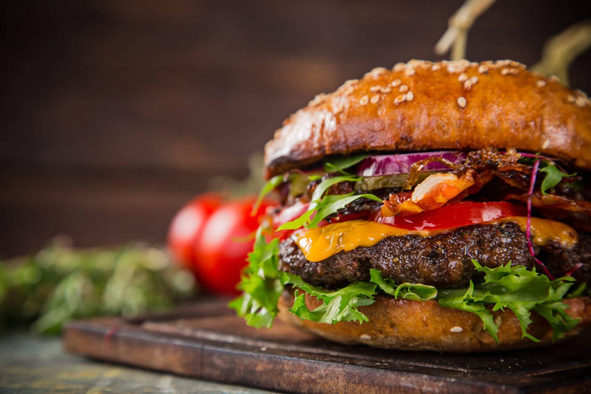 Domácí burger jako zrestaurace